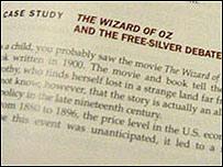 Foto de página de texto para enseñar economía con El Mago de Oz