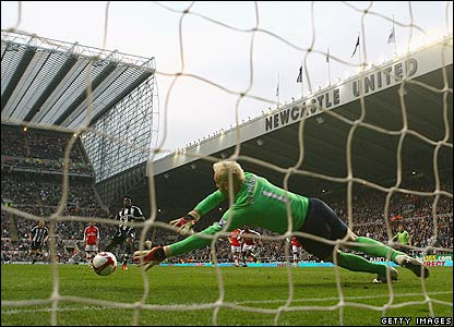 Arsenal goalkeeper Manuel Almunia saves a penalty