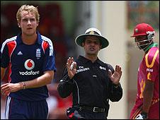 Stuart Broad, umpire Asad Rauf