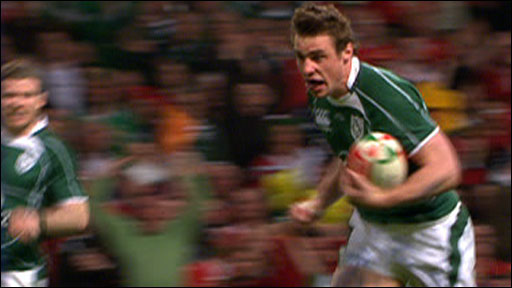 Ireland's Tommy Bowe scores against Wales