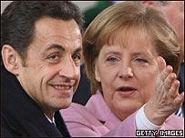 El presidente francés, Nicolás Sarkozy y la canciller alemana, Angela Merkel.