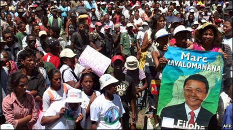 Pro-Ravalomanana demonstrators in Antananarivo on 23 March 2009