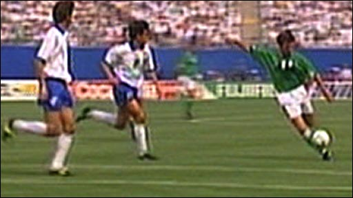 Ray Houghton surprises Italy at the 1994 World Cup