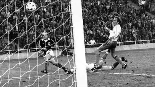 Archie Gemmill scores v Holland 1978