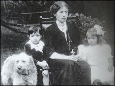 Millvina Dean and her family