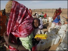 Sudanese refugee and child in Darfur, 21 March 2009