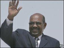 Sudan's President Omar al-Bashir leaves Khartoum airport in Sudan for Egypt on 25 March 2009