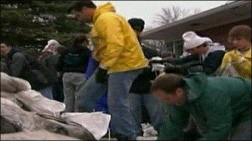 Volunteers building flood defences out of sandbags