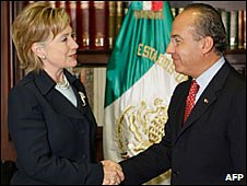 Hillary Clinton and Felipe Calderon shake hands