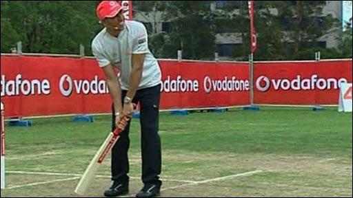Lewis Hamilton playing cricket