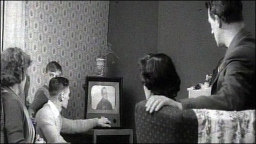 People watch tv in 1950s