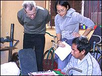 Estudiantes y voluntarios en Maya Pedal (Gentileza: Maya Pedal)