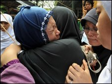 Grieving relatives in a flooded area near Jakarta on 27 March, 2009