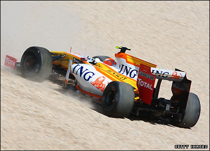 Nelson Piquet Jnr ends up in the gravel