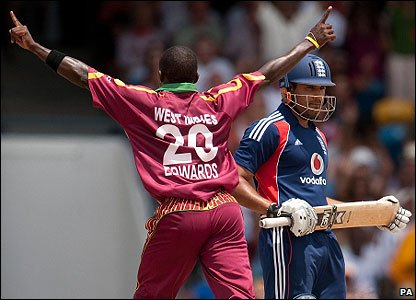 Fidel Edwards dismisses Ravi Bopara