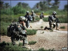"""US """"surge"""" troops from 1-30 Infantry Battalion patrol along the Tigris river south of Baghdad, September 2007"""