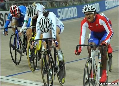 Yumari Gonzalez Valdivieso wins the scratch race from Armitstead