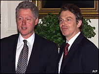 Bill Clinton y Tony Blair en foto de archivo de 1999