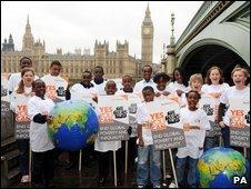 G20 ellen tüntetnek Londonban