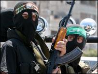 مقاتلون من كتائب القسام الجناح العسكري لحركة حماس