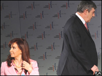 El primer ministro britnico, Gordon Brown y la presidenta de Argentina, Cristina Fernndez