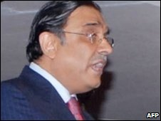 President Asif Ali Zardari addresses parliament in Islamabad on 28 March 2009