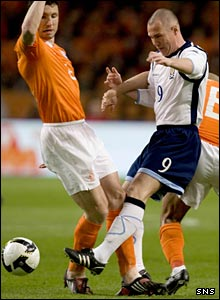 Mark van Bommel and Kenny Miller