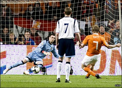 Dirk Kuyt scores a penalty for the Netherlands