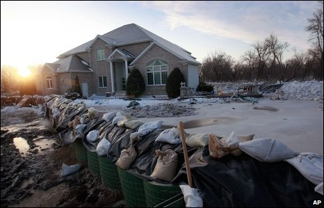 Secondary levees protect a house in Fargo, 28/03