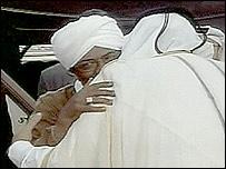 البشير لدى وصوله إلى العاصمة القطرية