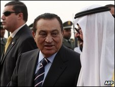 Saudi King Abdullah (R) with Egyptian President Hosni Mubarak, file image