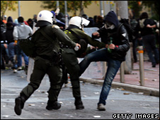 Greek riot police arrest a rioter in Athesn (18 December 2008)