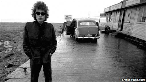Bob Dylan at Aust - photo by Barry Feinstein