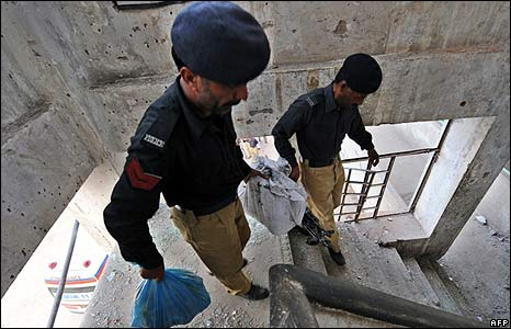 Pakistani police remove seized weapons from the police academy in Lahore on 30/3/09