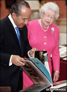 The Queen shows the Mexican president part of the Royal Collection