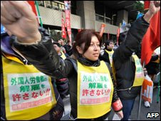 Temporary workers in Tokyo protest at high unemployment