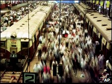 Crowded commuter trains (AP)