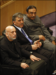 Hamid Karzai (left) and Asif Ali Zardari (right) with Abdullah Gul between them