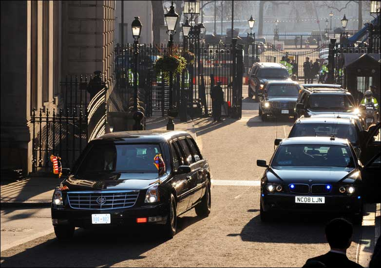 Presidential motorcade arrives at Downing Street
