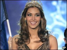 Dayana Mendoza visited the centre and wrote about it on the Miss Universe blog on 27 March.  Her remarks that she didnt want to leave the calm and beautiful place attracted some scathing reactions.