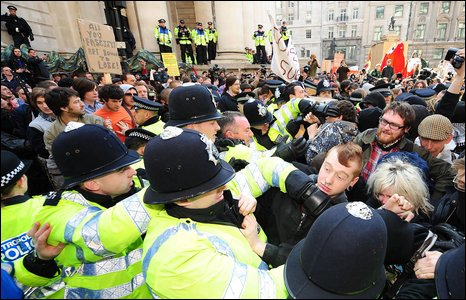 Crowds at the Bank of England