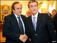 Michel Platini shakes hands with President Viktor Yushchenko (July 2008)