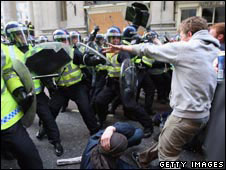 G20 protesters clash with police
