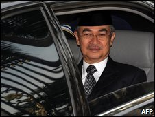 Abdullah Badawi leaves the royal palace in Kuala Lumpur after tendering his resignation, 2 May