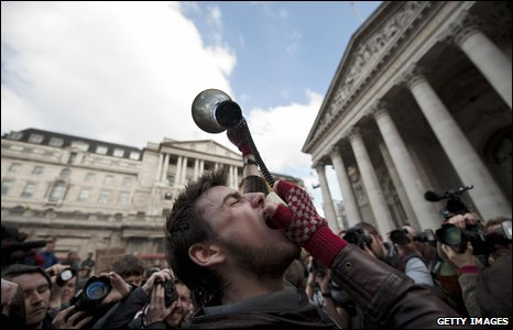 Protester shouts outide Bank of England (1 April 2009)