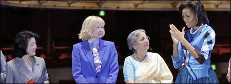 Chikako Aso, (L), wife of Japanese PM Taro Aso, Laureen Harper, (2nd L) wife of Canadian PM Stephen Harper and Gursharan Kaur, (2nd R) wife of Indian PM Manmohan Singh, listen to US First Lady Michelle Obama (R) at Royal Opera House in London on 2 April 2009