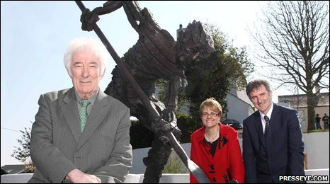 Pictured at the unveiling of Turfman was Nobel Laureate Seamus Heaney, Margaret Ritchie, Minister for Social Development and Denis Rooney, Chairman of the International Fund for Ireland.