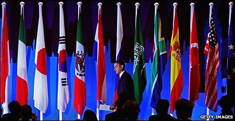 US President Barack Obama on stage at the G20 summit in London (02 April 2009)