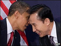 Barack Obama (izq.) y Lee Myung-bak.