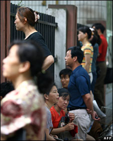 File photo of Chinese parents waiting outside a college entrance exam